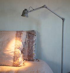 Leuke lamp Beautiful Interiors, Beautiful Homes, Home Textile, Wall Lights, Fabrics, Industrial, Decor Ideas, Living Room, Lighting