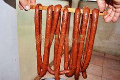 Carnati cabanos de casa Cookbook Recipes, New Recipes, Cooking Recipes, Recipies, Chorizo, How To Make Sausage, Making Sausage, Romanian Food, Romanian Recipes