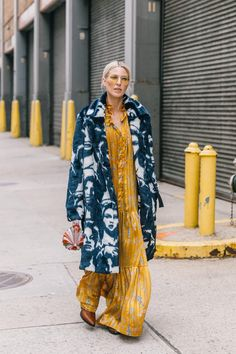 Street Style From New York Fashion Week, Day 2 Mode Outfits, Night Outfits, Spring Outfits, Fashion Outfits, Fashion Trends, Fashion Lookbook, Look Fashion, Winter Fashion, Fashion Design