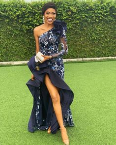 The Most Rave-Worthy Aso Ebi Styles From TV Girl Tomike Alayandes Hochzeit - Style Rave Aso Ebi Lace Styles, Lace Dress Styles, African Lace Dresses, Latest African Fashion Dresses, African Attire, African Wear, African Traditional Wedding Dress, Mode Style, Rave