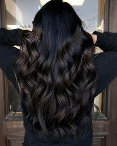 Black Hair With Highlights, Hair Highlights, Dark Brown Hair With Highlights And Lowlights, Chunky Highlights, Caramel Highlights, Color Highlights, Hair Color For Black Hair, Brown Hair Colors, Wavy Black Hair