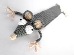 "Amigurumi Ratten Lesezeichen häkeln - ""Leseratte"" häkeln Knitting For BeginnersKnitting FashionCrochet BlanketCrochet Stitches Blog Crochet, Crochet Mouse, Crochet Books, Crochet Patterns Amigurumi, Crochet Gifts, Crochet Stitches, Knit Crochet, Crochet Bookmark Pattern, Crochet Bookmarks"