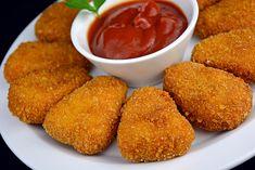 Receta para hacer nuggets de pollo caseros. Todo un clásico de las recetas de comida rápida que ahora podréis hacer fácilmente en casa. Estos nuggets de pollo son un aperitivo perfecto en cualquier ocasión. Pollo Chicken, Deli Food, Oven Baked, Tapas, Cornbread, Buffet, Food Porn, Lunch, Healthy Recipes