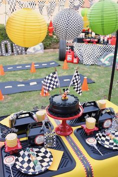 Mickey and the Roadster Racers - Top-Trends 2nd Birthday Party Themes, Race Car Birthday, Cars Birthday Parties, 3rd Birthday, Birthday Ideas, Race Party, Nascar Party, Hot Wheels Party, Mickey Mouse Clubhouse Birthday