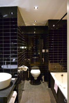 Nice design hotel in Antwerp | Tryp by Wyndham black bathroom | badkamer zwart   By C-More |design + interieur + trends + prognose + concept + advies + ontwerp + cursus + workshops