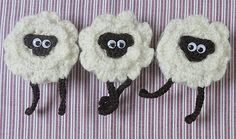 Ravelry: Omhaakt rolmaatje, schaapje en/of Oreo cookie pattern by Mandy Brüning Crochet Sheep, Love Crochet, Crochet Motif, Crochet Animals, Crochet Dolls, Crochet Flowers, Crochet Crafts, Yarn Crafts, Crochet Projects