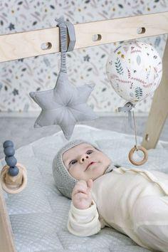Das zauberhafte Stern Baby Gym Activity-Spielzeug von Cam Cam Copenhagen ist genau das Richtige für kleine, neugierige Welt-Entdecker! Mehr Infos findet Ihr unter www.kleinefabriek.com