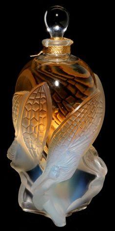 ART NOUVEAU - LALIQUE CRYSTAL 'LES ELFES' PERFUME BOTTLE : Lot 41146 <3