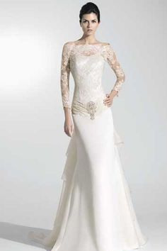 Elegant Wedding Dress with Lace and Shinning Brooch