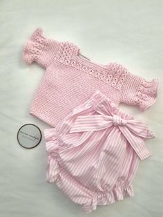 Ideas Baby Girl Diy Clothes Jersey Knits For 2019 Love Knitting, Baby Boy Knitting Patterns, Knitting For Kids, Baby Patterns, Knit Baby Sweaters, Knitted Baby Clothes, Baby Girl Fashion, Kids Fashion, Diy For Girls