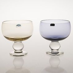Glass Design, Design Art, Art Of Glass, Mason Jar Wine Glass, Product Design, Modern Contemporary, Retro Vintage, Perfume Bottles, Blue And White