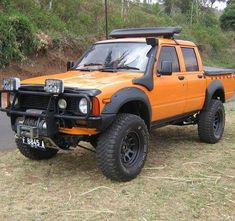 Double tap if youre just a little confused at this round eye double cab! #1979 #hilux #toyota #toyotahilux #blazeorange #toyotatough #4wdto #4wdtoyotaowner #4wdtoyotaownermagazine #findusonfacebook http://ift.tt/2DT7HF1