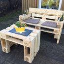 **Gartensofa 2 Sitzer aus Europaletten**  Sommer - Sonne - Gartenzeit !!!!!!!  Ein geniales Möbelstück für Ihre Terrasse oder den Balkon. Es gibt 2 Sitzer und 1 Sitzer - die Rückenlehne ist...
