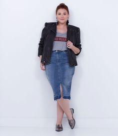 Saia feminina Curve Size  Modelo lápis  Com bolsos  Marca: Ashua  Tecido: Jeans  Composição: 97% algodão; 3% elastano  Modelo veste tamanho: 50       Medidas da Modelo:     Altura: 1,71  Busto: 111,5  Cintura: 92,5  Quadril: 118    Veja outras opções de produtos    Ashua.       Esta é uma marca de venda exclusiva  ONLINE.     Na Ashua, você encontra peças desenhadas especialmente para valorizar as suas curvas.Cada mulher tem seu estilo, seu corpo e sua forma de se sentir mais bonita. Umas…