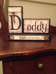 Daddy's little girl wood block sign. Daddy wood block sign measures 9 wide and 7 tall. This sign will make a great gift any time of the year. Wood Craft Patterns, Wood Block Crafts, Wood Projects, Indoor Christmas Lights, Christmas Wood, Christmas Signs, Christmas Crafts, Vinyl Crafts, Wooden Crafts