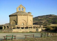 Iglesia  Santa Maria de Eunate     Más Información  del #TurismoNavarra    y #Navarra http://www.casaruralnavarra-urbasaurederra.com/   http://nacedero-rio-urederra.blogspot.com.es/ http://navarraturismoynaturaleza.blogspot.com.es/
