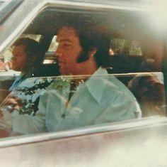 Elvis at Graceland Gates