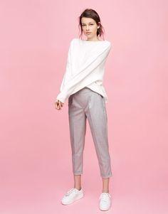 Pull&Bear - mujer - novedades - pantalón jogger - gris - 05681322-V2017 Summer Outfits Women, Simple Outfits, Casual Outfits, Sweater Fashion, Fashion Pants, Fashion Outfits, Minimal Outfit, Minimal Fashion, Business Fashion