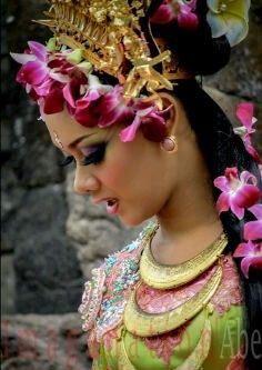 would u like to come here?.. Yes,she is Balinese dance girl