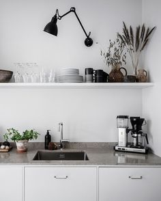 modern farmhouse kitchen are offered on our internet site. Diy Kitchen Storage, Home Decor Kitchen, Interior Design Kitchen, Home Kitchens, Kitchen Hacks, Kitchen Organization, Diy Interior, Kitchen Ideas, Kitchens Without Upper Cabinets