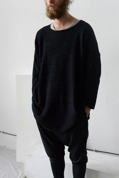 Maxi oversized jumperLoose fit, oversize, long sleeves, small vents on… Dark Fashion, Minimal Fashion, Urban Fashion, Unisex Fashion, Mens Fashion, Fashion Outfits, Mode Man, Street Looks, Casual Wear For Men