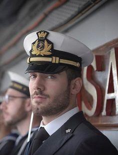 I love a man in Uniform 😍💋 Beautiful Men Faces, Gorgeous Men, Hairy Men, Bearded Men, Sexy Bart, Oscar 2017, 1920s Men, Hot Cops, Mein Style