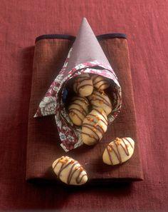 Nougat-Plätzchen Source by fashion biscuits Drop Cookies, Cupcake Cookies, Christmas Baking, Christmas Cookies, Christmas Recipes, Buscuit Recipe, Grand Biscuit Recipes, Easy Drop Biscuits, Almond Biscotti Recipe