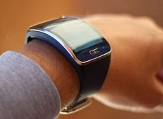 The Gear S is like a tiny, curved smartphone that you wear on your wrist (Photo: Will Shan.