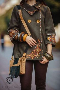 Designer collections of latest stylish women's jackets. Stay stylish while staying warm in winter. Batik Fashion, Ethnic Fashion, Look Fashion, Womens Fashion, Fashion Design, Mode Batik, Mode Russe, Ethno Style, Boho Stil