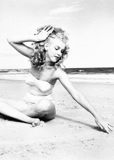 ourmarilynmonroe:  Marilyn Monroe photographed by Andre de Dienes, 1949.