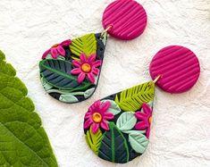Polymer Clay Flowers, Fimo Clay, Polymer Clay Projects, Polymer Clay Creations, Polymer Clay Crafts, Polymer Clay Jewelry, Diy Earrings Easy, Diy Clay Earrings, Polymer Clay Embroidery