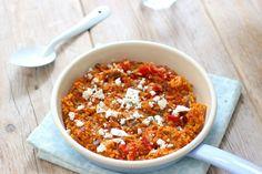 Wil je snel wat lekkers op tafel zetten? Maak dan deze Griekse tomatenrijst met feta. Binnen 30 minuten staat dit lekkere gerecht op tafel.