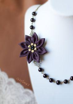 Fekete textil virággal díszített nyaklánc