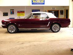 1966_mustang_convertible_gt_vintage_burgundy_001.jpg (800×600) #mustangvintagecars