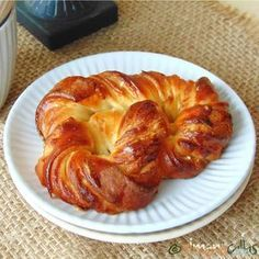 Soft Croissant Style Sweet Bagels This is an old traditional pastry recipe from Romania. I didn't find the real author of these delicious bagels. Pastry Recipes, Dessert Recipes, Cooking Recipes, Dessert Ideas, Caramel Sauce Easy, Bagel Ingredients, White Chocolate Desserts, Delicious Desserts, Yummy Food