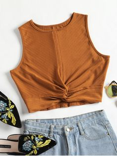 This trendy tank top with a classic round collarline features a brief solid color design, modern twisted detail at front, and an alluring cropped length which shows your charming waist. Pair it with denim shorts for a stylish look. Summer Outfits Women, Trendy Outfits, Trendy Fashion, Cute Outfits, Fashion Outfits, Style Fashion, Tank Top Outfits, Mein Style, Saris