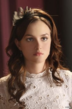 Blair Waldorf Today: Gossip Girl Season Blair Waldorf is one of the most popular characters from Gossip Girl. Leighton Meester reveals Blair details a. Gossip Girl Blair, Gossip Girls, Moda Gossip Girl, Blair Waldorf Gossip Girl, Gossip Girl Outfits, Gossip Girl Seasons, Gossip Girl Fashion, Ladies Fashion, Womens Fashion