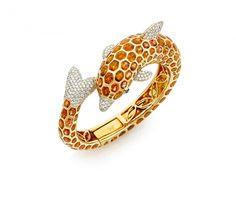 A CITRINE, DIAMOND AND 18K YELLOW GOLD BANGLE