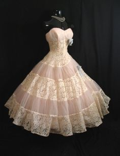 Love the vintage! I would totally wear this... Grocery shopping.