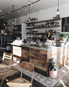 Pin by nicole m on world дизайн кафе, кафе дизайн интерьера, кафе. Rustic Coffee Shop, Small Coffee Shop, Coffee Shops, Coffee Shop Interior Design, Coffee Shop Design, Deco Restaurant, Restaurant Design, Menue Design, Café Design