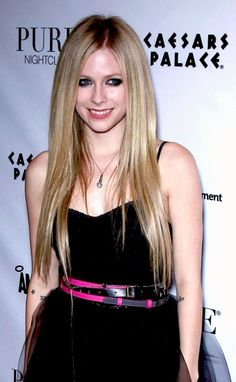 Avril Lavigne rocks stick straight hair