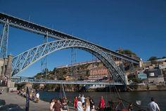 ドン・ルイス1世橋はパリのエッフェル塔を設計したギュスターヴ・エッフェルの弟子のテオフィロ・セイリグが設計しました。なんとなくエッフェル塔らしさがでているようです。(筆者撮影)