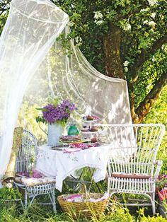 Wenn der Sommer kommt, dann zieht es uns mehr und mehr nach draußen. Dann möchten wir am liebsten den ganzen Tag die Sonnenstrahlen einfangen und die lauen Sommernächte mit einem leckeren Drink genießen.