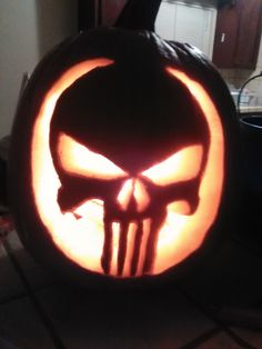 Punisher holloween pumpkin carving.skull.