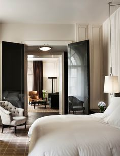 The Rosewood London effortlessly combines English heritage and modern chic; and with it's lavish rooms and sophisticated bar area, it's fair to say this is easily one of London's trendiest hotels.