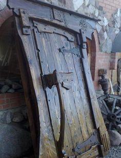 ideas rustic entry door interiors for 2019 Rustic Entry, Rustic Doors, Cool Doors, Unique Doors, Diy Sliding Barn Door, Diy Door, Rustic Log Furniture, Old Wooden Doors, Entrance Doors