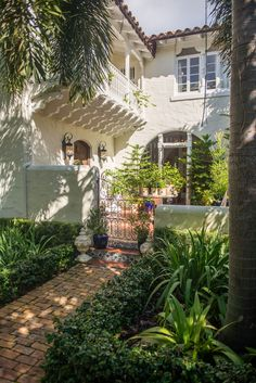Old Spanish home in Coconut Grove