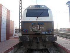 """Locomotora del Tren de la Fresa """" aparcada """" en Medina del Campo."""