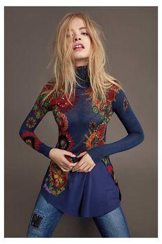 Jersey azul de manga larga para mujer Desigual. ¡Descubre la colección otoño-invierno 2016!