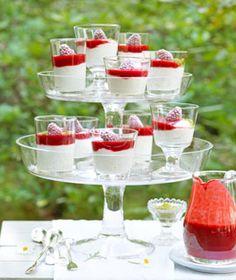 Pistazien-Joghurtcreme mit Himbeersauce - Rezepte - [LIVING AT HOME]